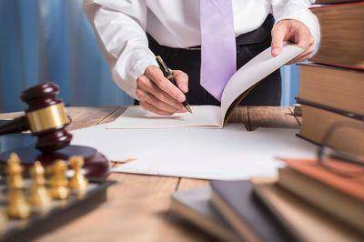 Жалоба на врача поликлиники образец обращения как правильно написать и куда подать претензию на работу главврача